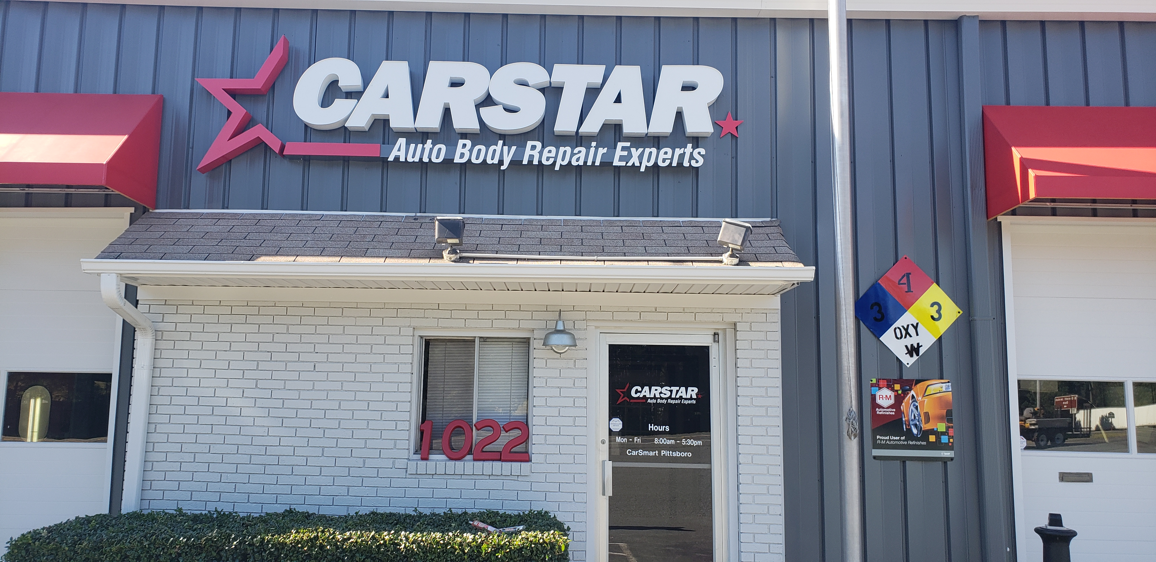 Front of Building CARSTAR CarSmart Collision Repair