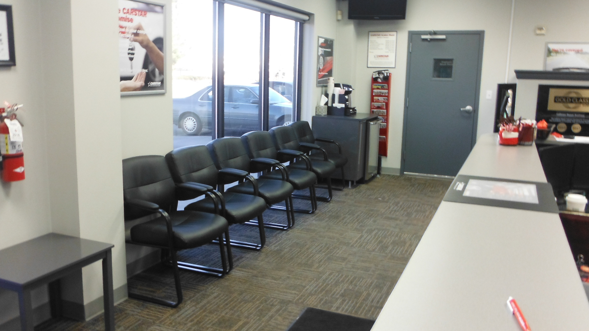 Jordan Road CARSTAR Collision Repair: Customer Waiting Area