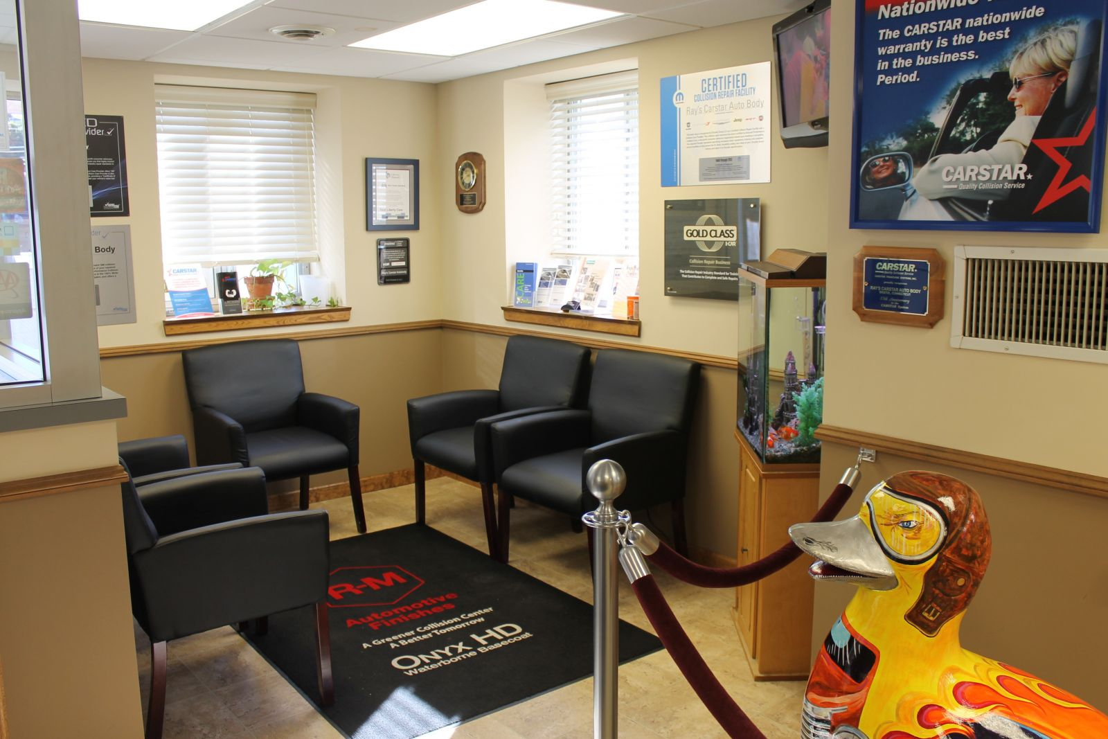 Carstar | Ray's CARSTAR: Customer Seating Area