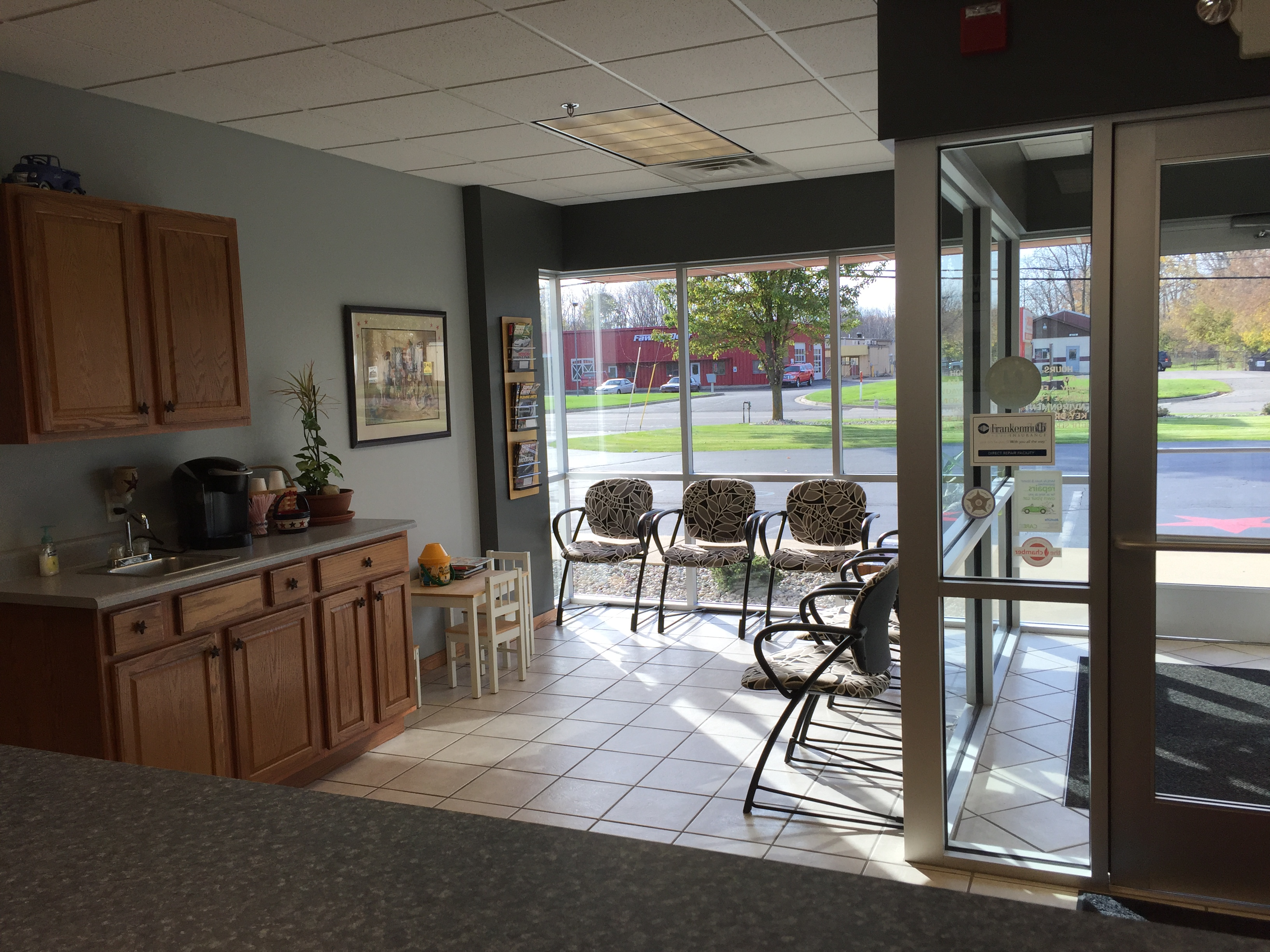 CARSTAR Portage: Customer Waiting Area