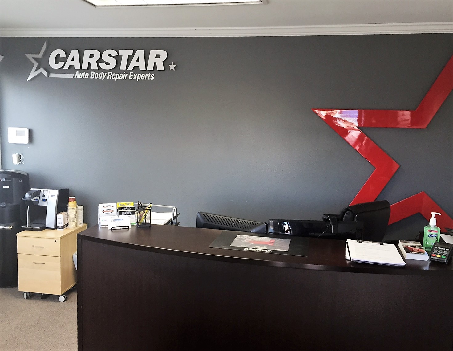 Hi-Tech CARSTAR Eastside: Front Desk