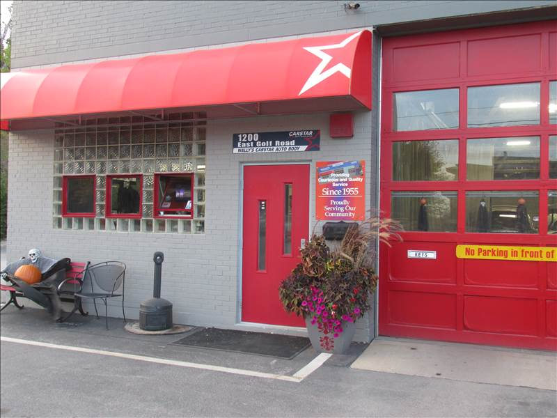 Wally's CARSTAR Auto Body: Store Front