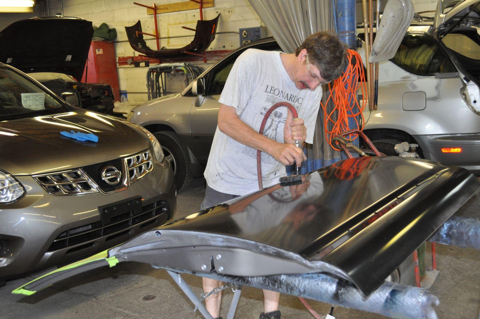 Pete's CARSTAR Collision: Body Repair