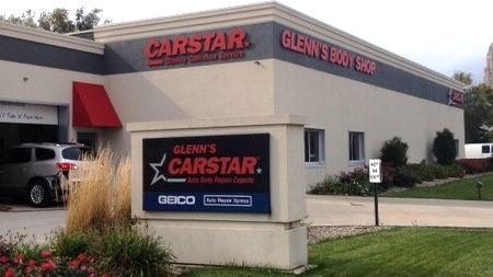 CARSTAR Glenn's Auto Body Repair Experts: Exterior signage
