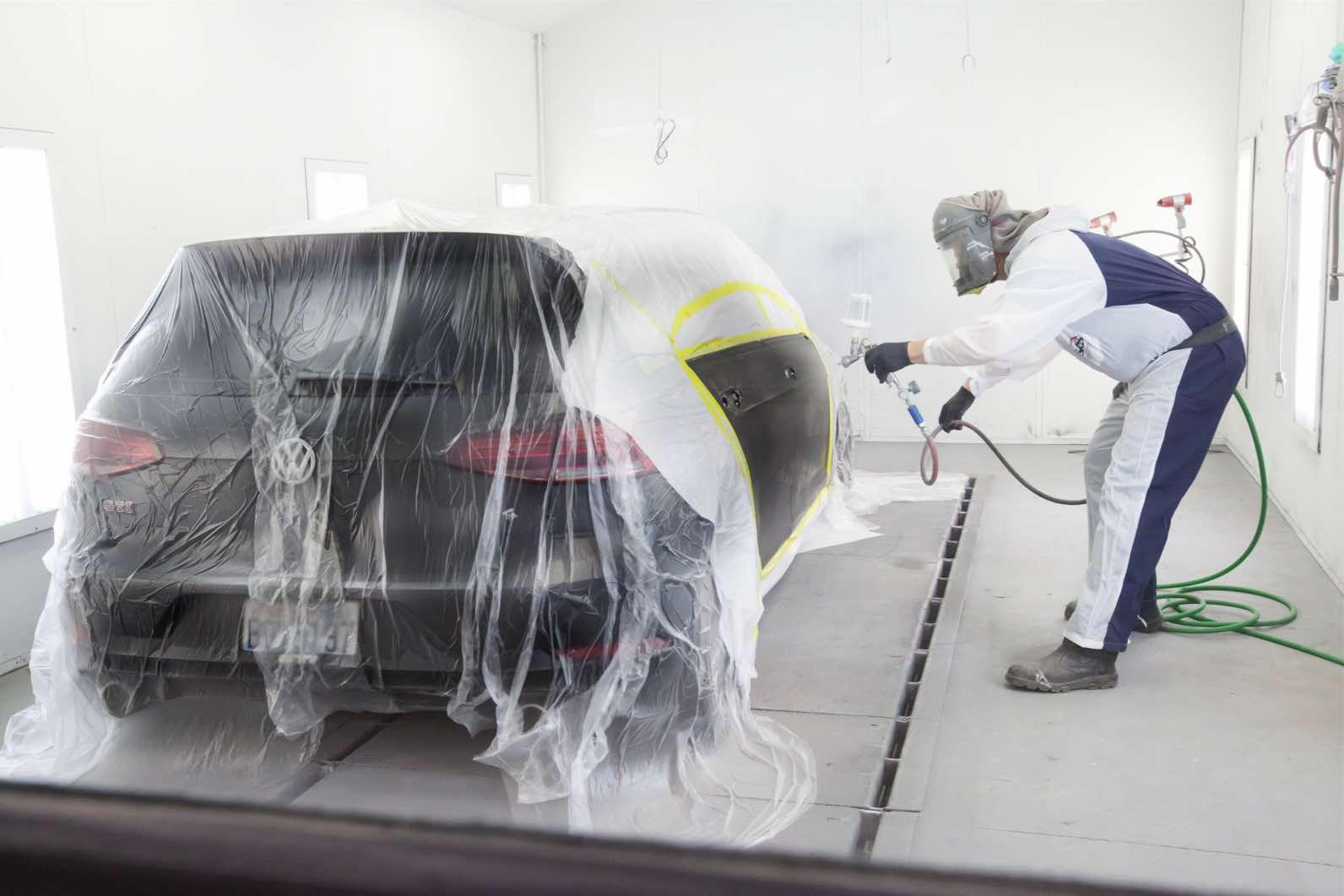 Jared McKay paints a Volkswagon hatchback