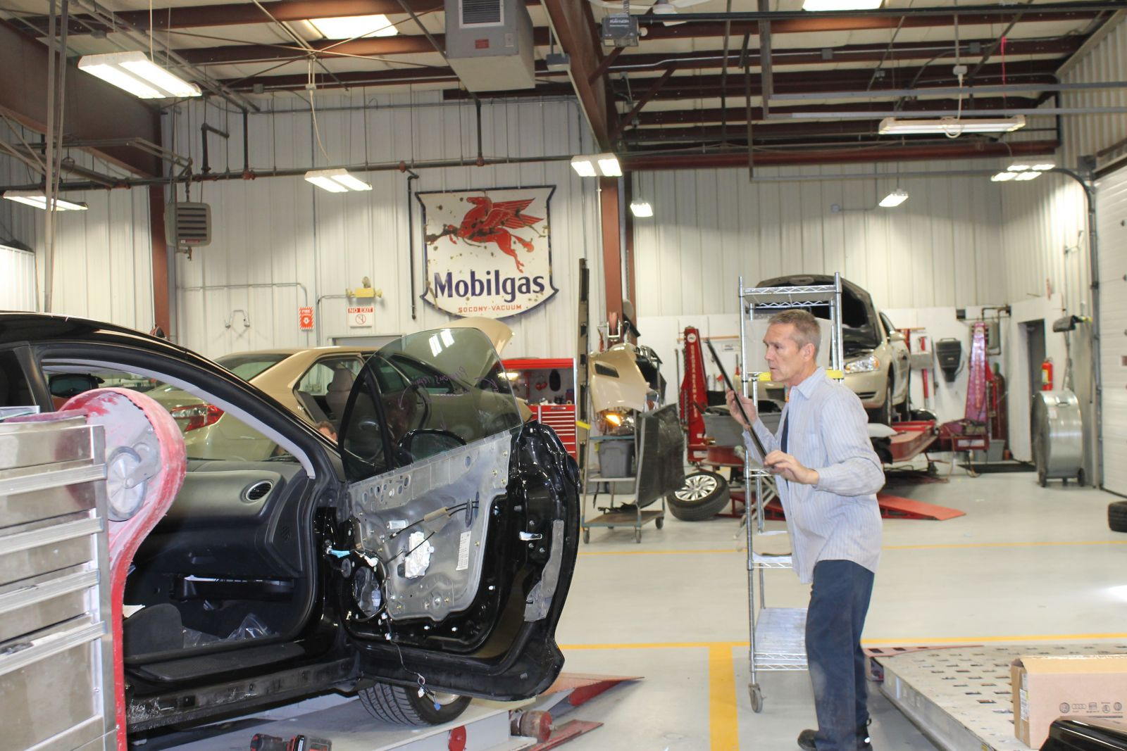 Ray's CARSTAR: Technician working