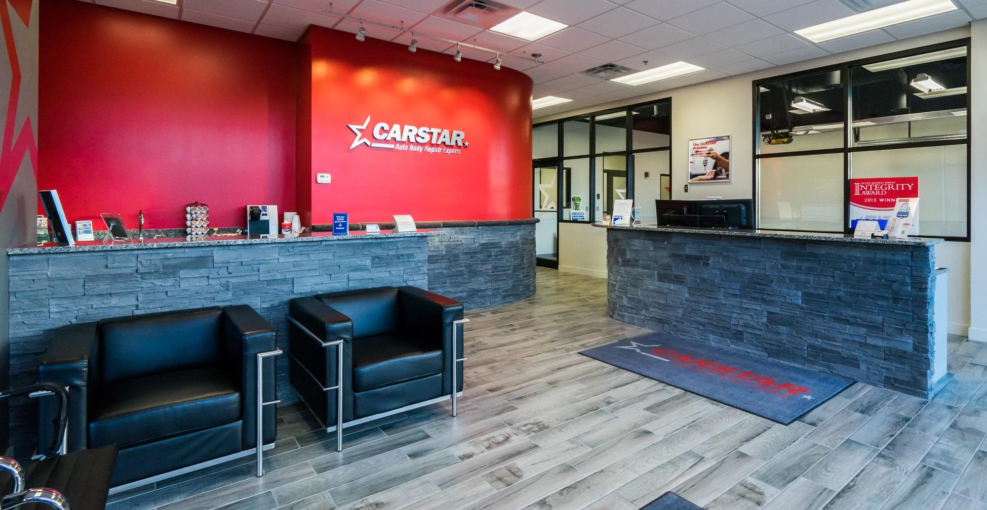 CARSTAR Don & Ron's: Lobby