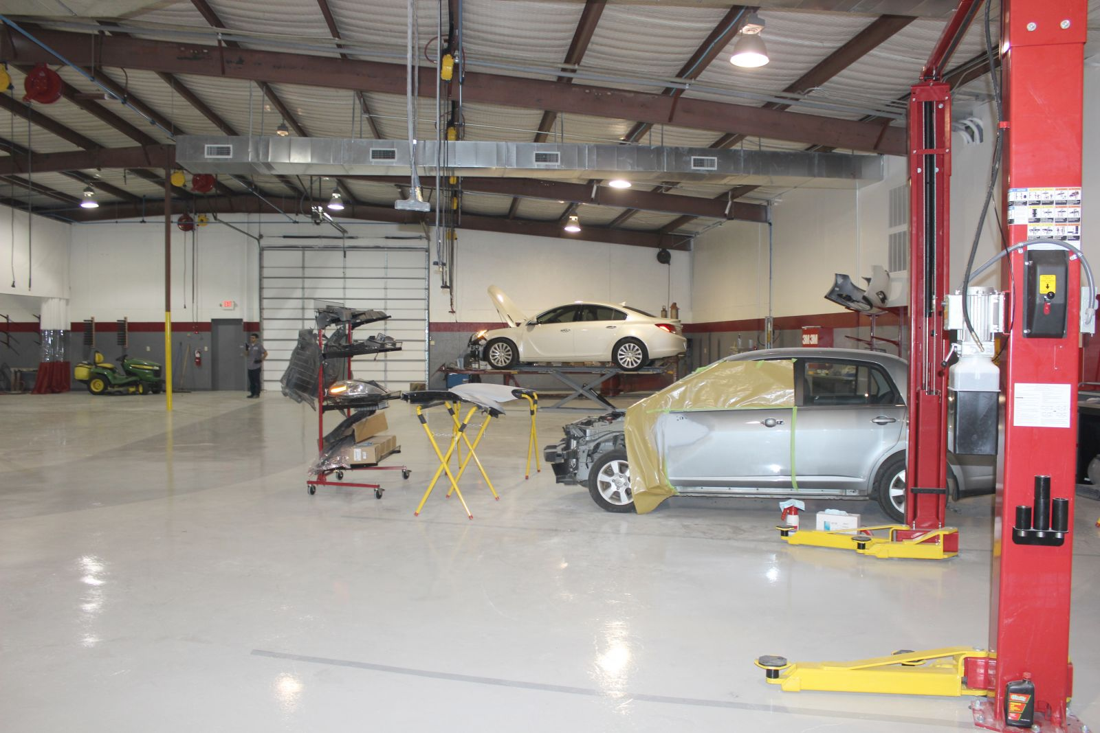 Russom's CARSTAR: Inside the shop