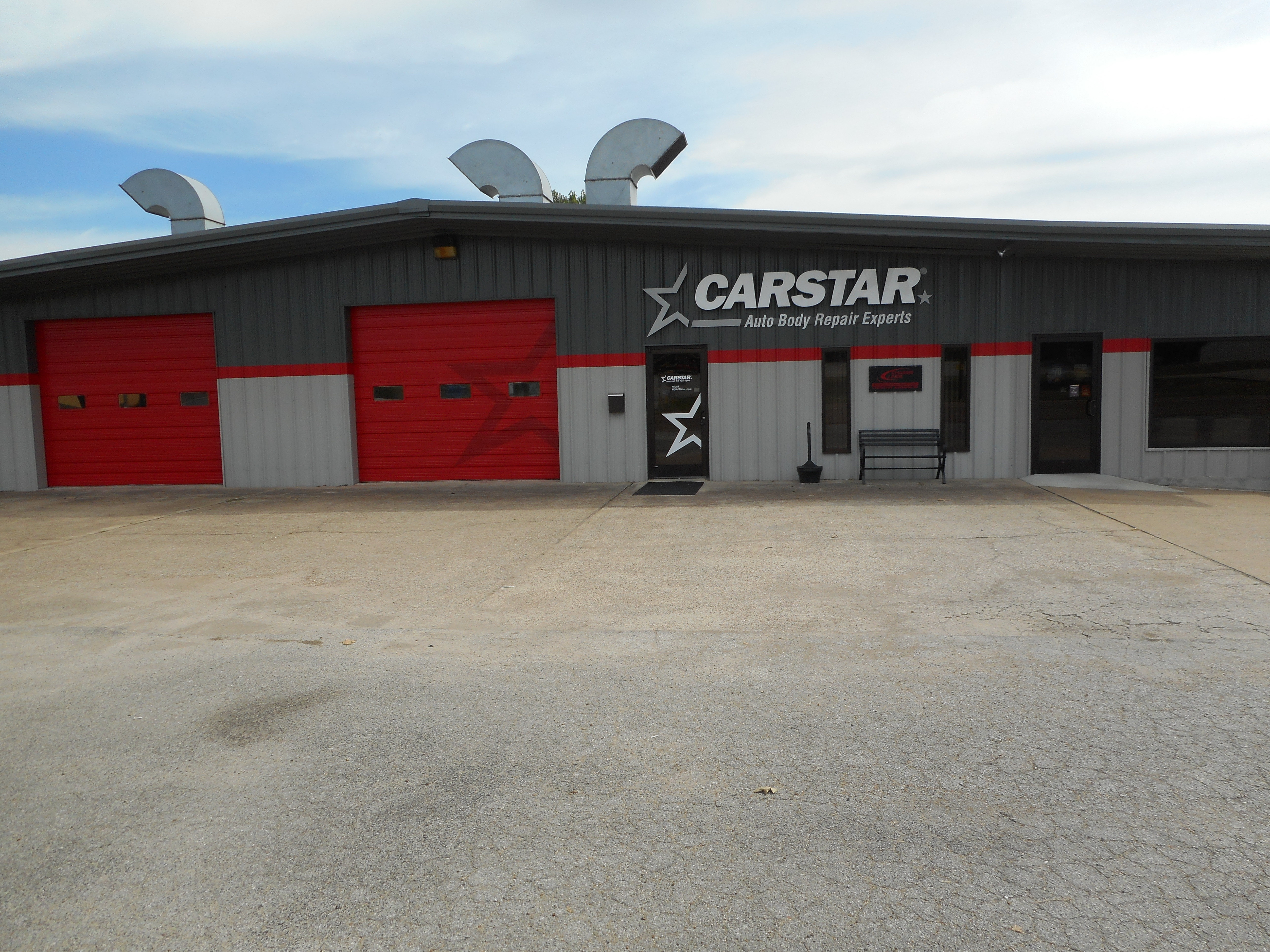 Russom's CARSTAR: Store Front
