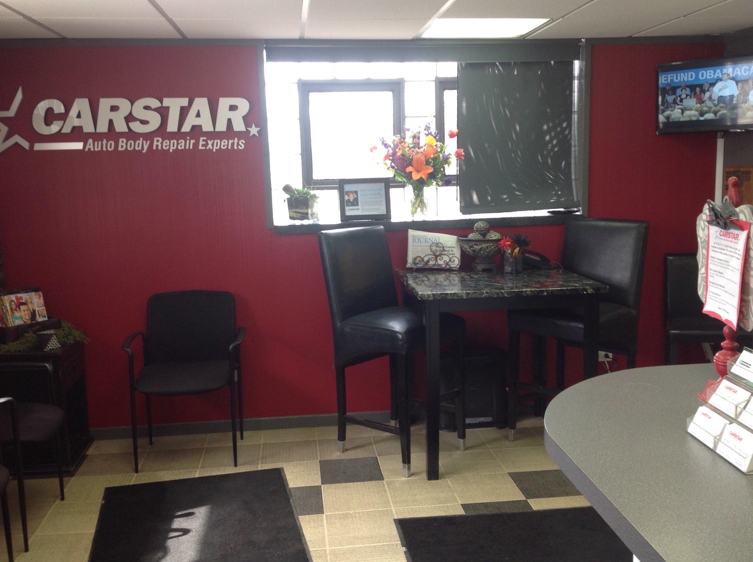 Wally's CARSTAR Auto Body: Customer Lobby